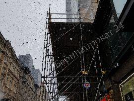 Устройство пешеходных переходов в зоне ремонта фасадов зданий