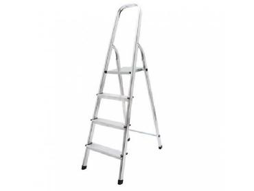 Ladder with 4 steps for rent